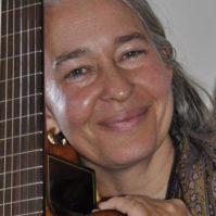 DA mit Gitarre in Boden April 2012 Zuschnitt - geringe Auflösung